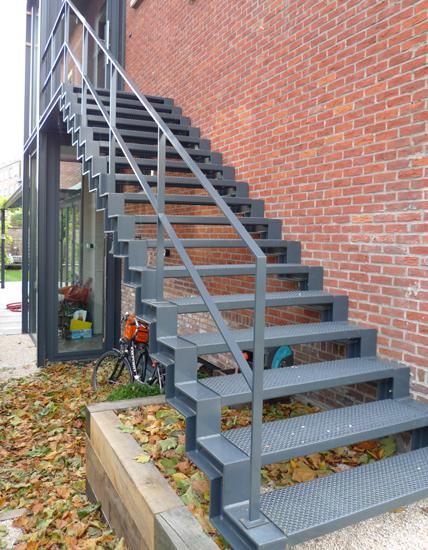 trap houten treden op staal